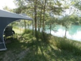 Pitch - Pitch Package Comfort Near The Lake(Car, Tent Or Caravan Or Camping-Car, With Electricity 6A) - Camping le Lac Bleu