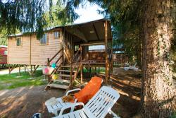 Cabane Lodge, a charming wooden cabane, glamping, comfortable and exotic.