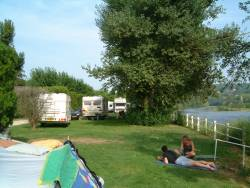Pitch - Pitch with car + tent, caravan or camping-car - Camping LES OMBRAGES