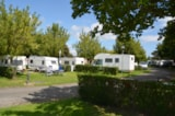 Pitch - Forfait curistes 2 people / 21 nights in site with electricity, a car + a caravan OR a motorhome (pet included) - Camping du Breuil