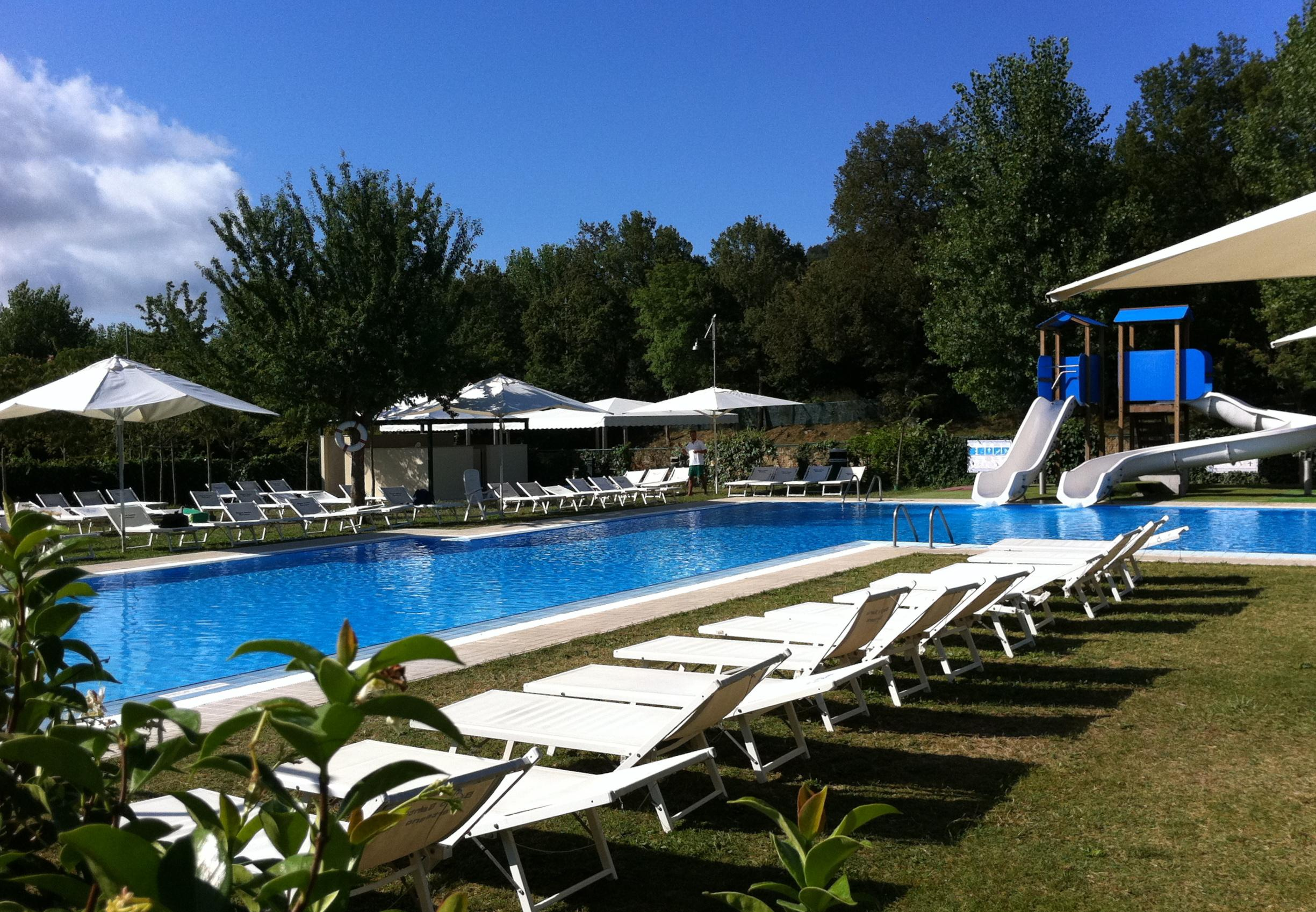 Kampeerplaats parco delle piscine toscana italien for Camping parco delle piscine zoover