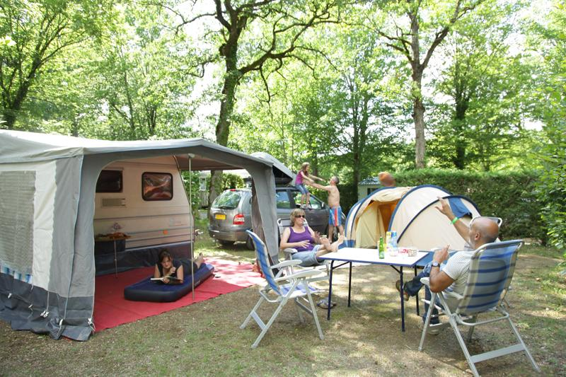 Pitch for a tent, caravan or camping car with electricy