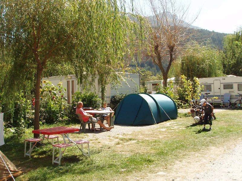 Pitch (packages 1 pers + 1 tent / or 1 car + 1 caravan / or 1 camping-car)  + electricity