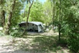 Pitch - Package : Pitch + 1 car + electricity 10A - Camping L'EAU VIVE