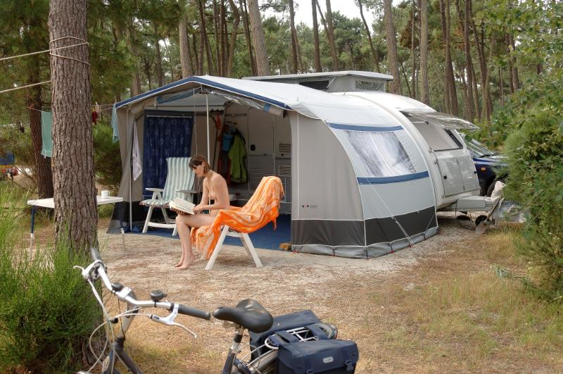 location Package caravan 10A + electricity + water and drainage point 2 Ppl. naturiste