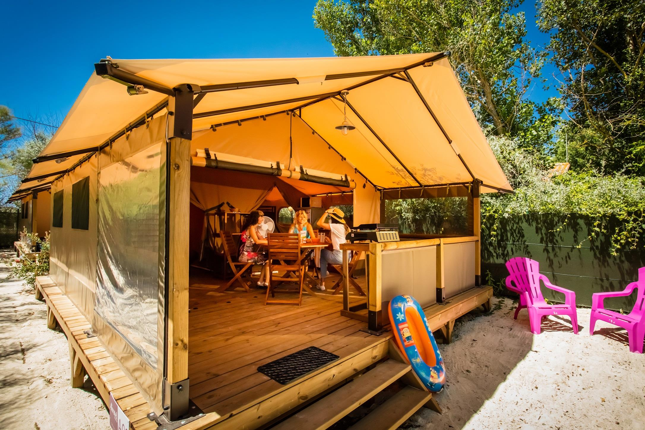 Accommodation - Walibou Lodge Confort, About 30M², On Stilts, 2 Rooms - Camping Californie Plage