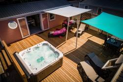 Accommodation - Cottage Caïcos Premium With Spa, 33 M², 3 Rooms - Camping Californie Plage