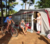 Pitch - Package: Pitch + 2 Ppl + 1 Car + Electricity 10 A. - Camping La Conge