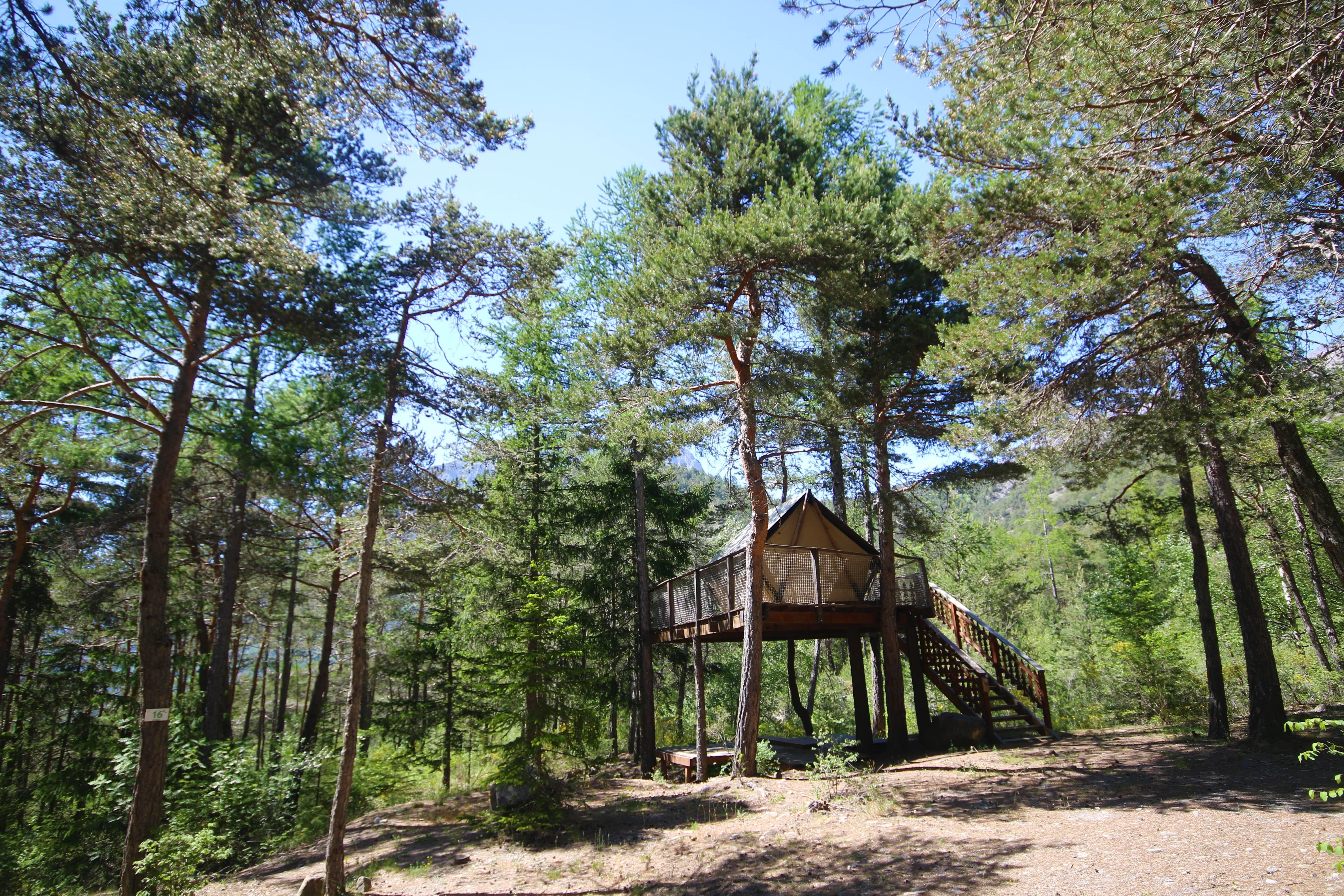 Location - Tente Lodge Perchée - Camping Rioclar