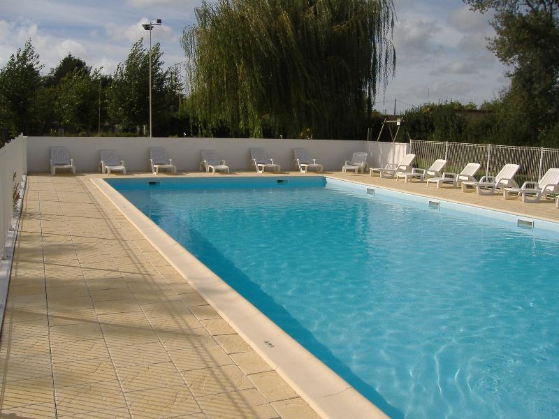 Mare, piscina Camping les PEUPLIERS - Vendays Montalivet