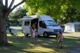 Pitch - Pitch + electricity 10 A + 1 car + tent or caravan - Camping L'Apamée