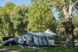 Pitch - Privilege Package  (1 tent, caravan or motorhome / 1 car / electricity 10A) - Riverside -  110m² - Flower Camping Les Nobis d'Anjou