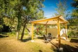 Pitch - Privilege Package (1 tent, caravan or motorhome / 1 car / electricity 10A) + Riverside  / Pergola  / 100-180 m² - Flower Camping Le Pont du Tarn