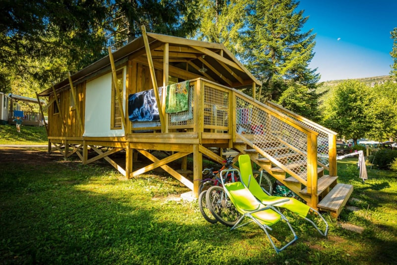 Lodge Sweetflower PREMIUM cabin on piles 32 m² (with private facilities)
