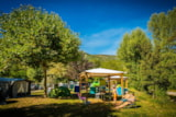 Pitch - Comfort+ Package (1 tent, caravan or motorhome / 1 car / electricity 10A / Gazebo - 115m² - Flower Camping Le Pont du Tarn