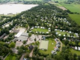 Pitch - Pitch with private facilities (Shower, toilet, washbasin and electricity 10A) - Camping 't Strandheem