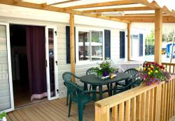 Mobil Home SPACE with wooden covered terrace. Private beach ( one beach umbrella and 2 sunbeds). Parking place for 1 car.