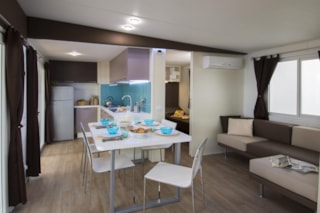 Mobil Home HONOLULU with wooden covered terrace. Private beach ( one beach umbrella and 2 sunbeds). Parking place for 1 ca