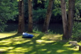 Pitch - Privilege Package Riverside (1 Tent, Caravan / 1 Car) - Flower Camping des Gorges de l'Aveyron