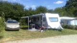 Pitch - Comfort Package (1 tent, caravan or camping-car / 1 car / electricity 6A) - Flower Camping les Brillas
