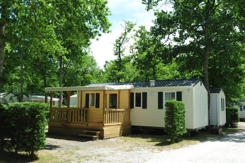 Mobil-home CONFORT+ 33m² - 3 chambres + terrasse couverte + TV