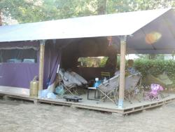 Huuraccommodaties - Freeflower Confort 37m² (2 kamers) overdekt terras 13m² zonder  sanitair - Flower Camping Des Nauves