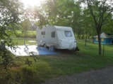Pitch - Comfort Package (1 tent, caravan or motorhome / 1 car / electricity 6A) - Flower CAMPING SAINT AMAND