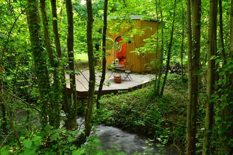 Wooden suare star-gazing cabin
