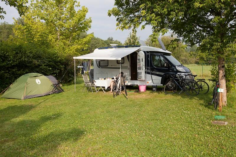 Serviced pitch caravan of 200m² - electricity 10A - water connection and greywater disposal on the site - Free Wifi*