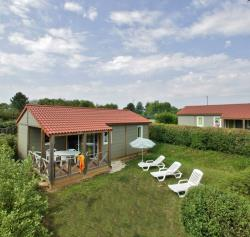 Huuraccommodaties - Chalet EQUINOXE MIDWEEK - 3 bedrooms - 1 bathroom - airco - TV - Camping Les Peneyrals