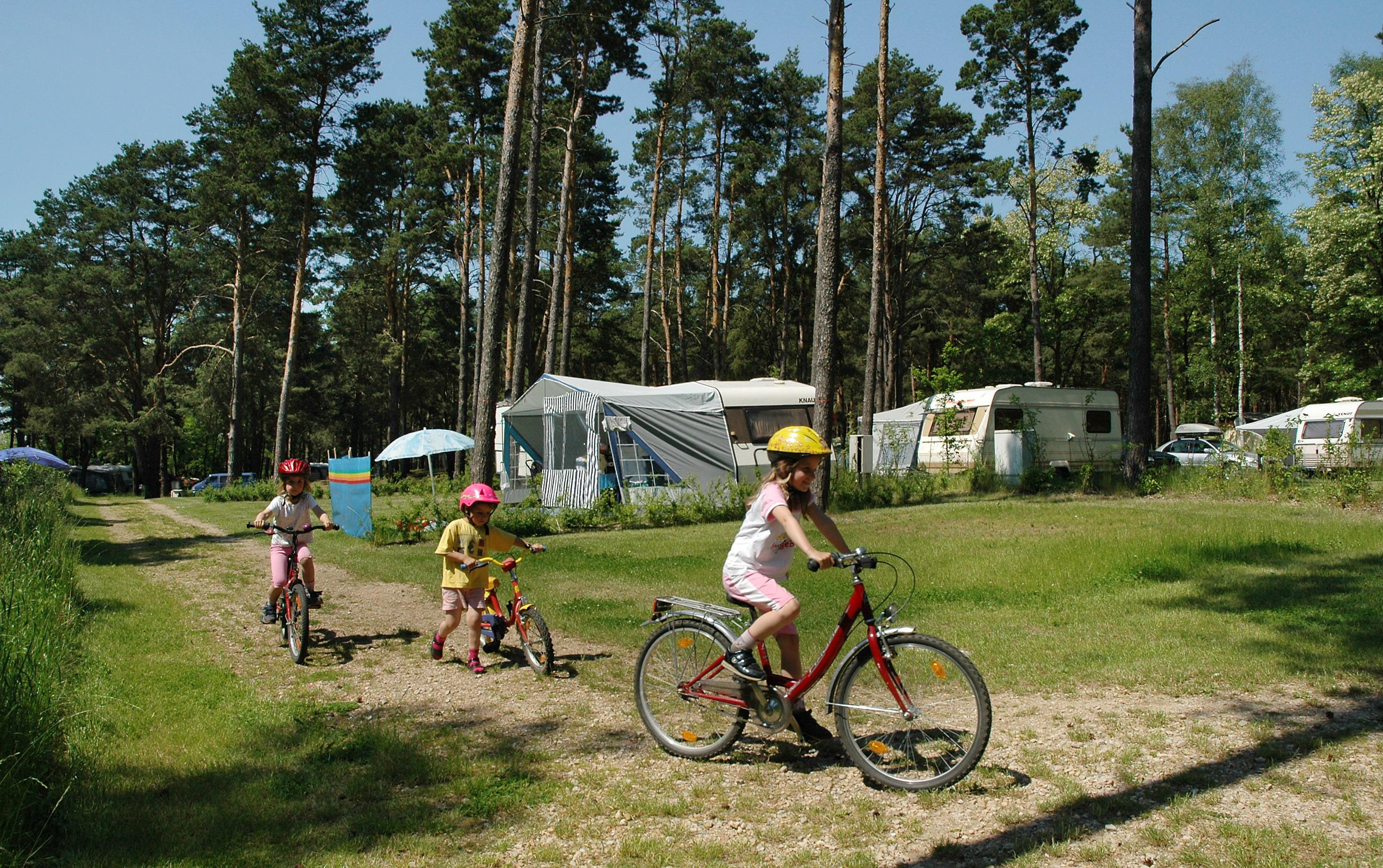 Emplacement - Empl. Camping-Car - 2 Adultes / 3 Enfants Ou 3 Adultes - Campingpark Am Weißen See