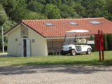Pitch - Pitch: car + tent/caravan or camping-car + electricity 6A + showers - Camping La Croix du Bois Sacker