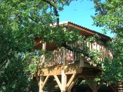 Accommodation - Tree Hut - CAMPING DOMAINE DE BRIANGE