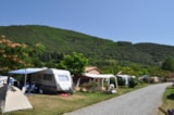 Pitch - Pitch + 2 people + Private toilet. + electricity - Camping Les Cerisiers du Jaur