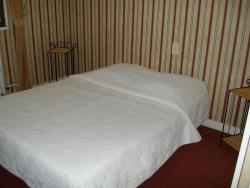 Bed & breakfast - double bed - Outbuilding facing the swimming pool