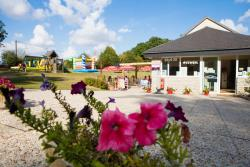 Establishment Camping Le Bois Fleuri - Illiers-Combray