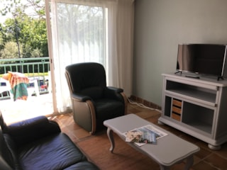 T3 (2 bedrooms, kitchen, living room with TV, balcony)