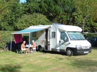 Quickstop camping Bretagne : Pitch + camping-car + electricity