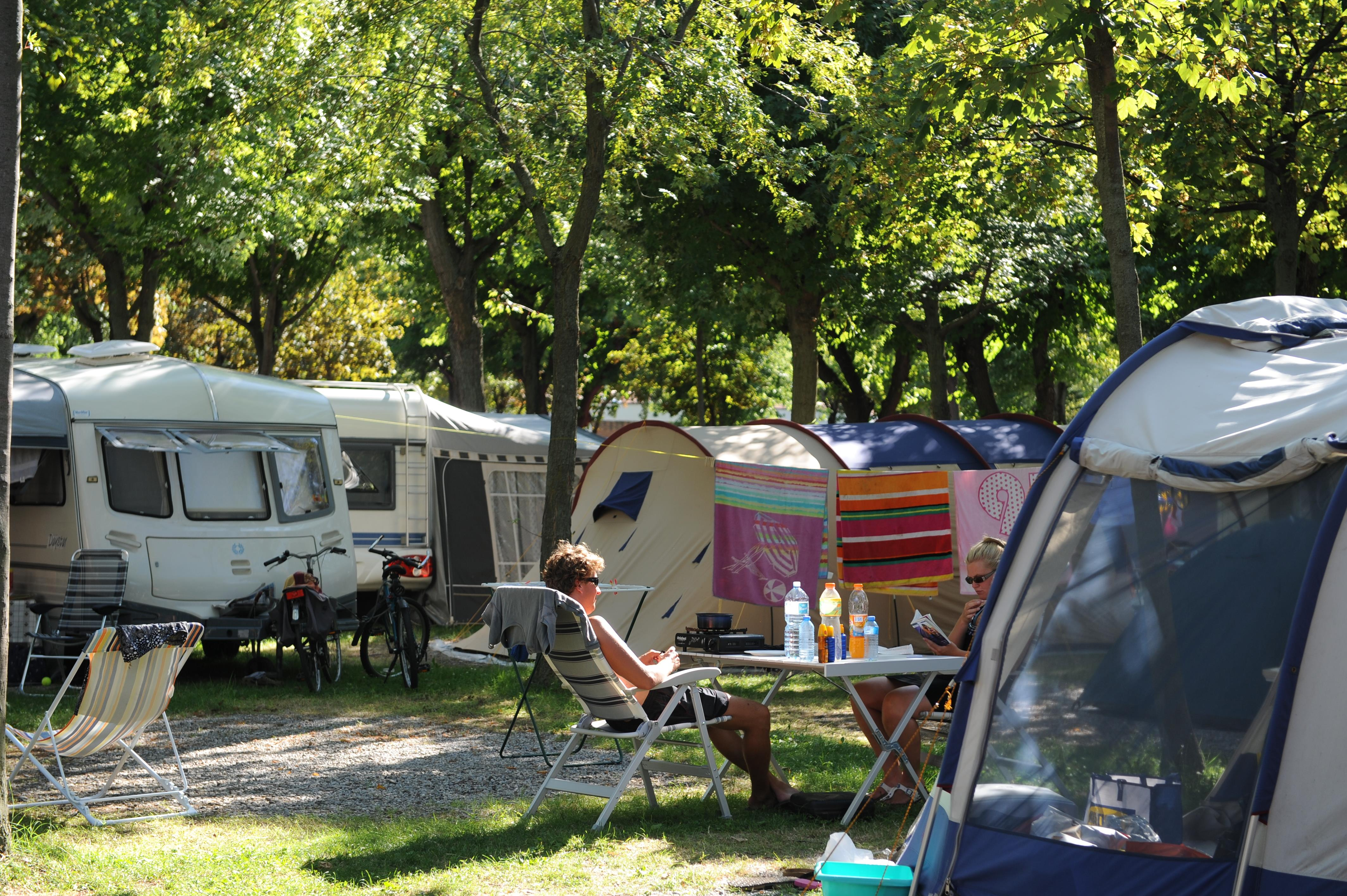 Package: Standard pitch + car + tent or caravan +  electricity 3A