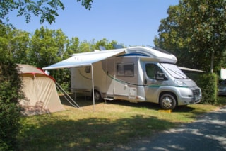 Comfort Package (1 tent, caravan or motorhome / 1 car / electricity 16A)