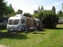 Stellplatz - Special Large Pitch (Including Water And Drainage Connection + Electricity Hook-Up) - Camping Sites et Paysages AU CLOS DE LA CHAUME