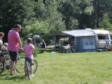 Pitch - Special Large Pitch (including Water and Drainage connection + Electricity hook-up) - Camping Sites et Paysages AU CLOS DE LA CHAUME