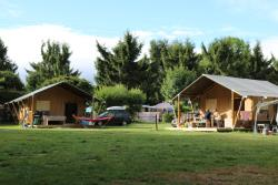Mietunterkünfte - Safari Tent 35 M² With Wooden Terrace 2/5 Pers - Camping Sites et Paysages AU CLOS DE LA CHAUME