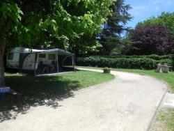 Pitch - Pitch Package Confort with 1 car, tent, caravan or camping-car and electricity 10 A - Camping La Rivière Fleurie