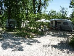Pitch - Pitch for caravan and motorhome (stabilized ground) - CAMPING LA FAGE