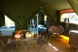 Rental - Lodge Tent 2 bedrooms 37m² + sheltered terrace without toilet block - Camping Lou Castel