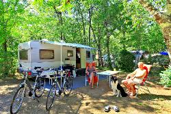 Pitch - Comfort Package (1 tent, caravan or motorhome / 1 car / electricity 10A) - Camping Lou Castel