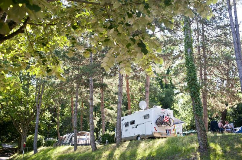 Emplacement - Emplacement Camping + Confort Plus - Huttopia Sarlat