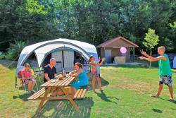 Emplacement - Forfait Emplacement 300m² + sanitaires individuels - CAMPING LES VALADES
