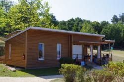 Huuraccommodatie - Chalet Premium Family 43M²/3 Slaapkamers - 26 M² Overdekt Terras + Airconditioning - CAMPING LES VALADES